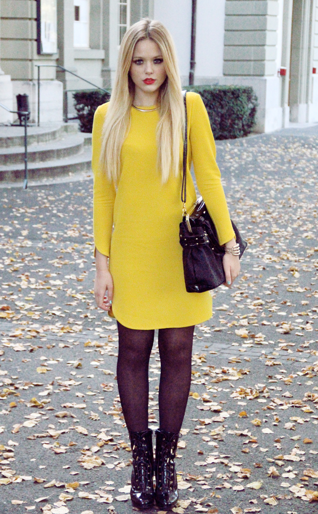 Watch - How to mustard wear colored tights video