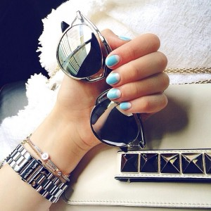 Rise and shine folks, got a new mani yesterday in LA! Now heading to a meeting with the lovely @whowhatwear team