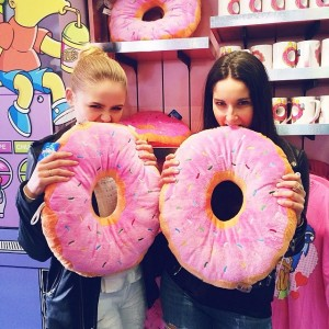The girls having a little donut craving at the Universal park today!!! Om nom nom with my love @fionazanetti #girling
