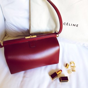 Drum roll! Excited to share with you my most recent purchase. I'm officially fashion week ready with this beauty of a bag by Céline. Fell in love with it's deep burgundy colour and unconventional shape