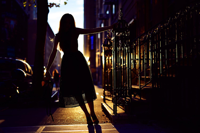 Картинка девушки ночью одна
