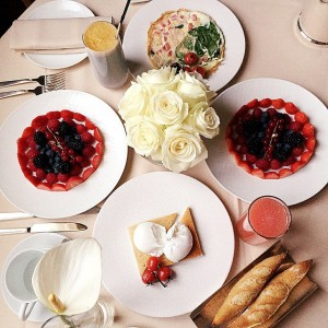 Good morning from Paris! Enjoying a delicious breakfast at the @parkhyattparis with @fionazanetti