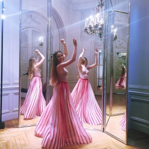 Having a bit of princess moment today at my fitting chez @eliesaabworld. It's a mirror maze