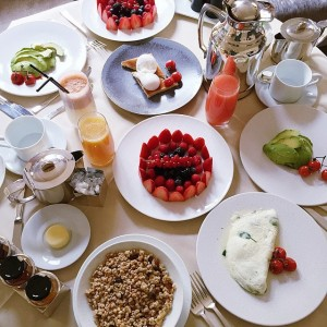 Royal breakfast at the @parkhyattparis with my main squeeze @fionazanetti ❤️