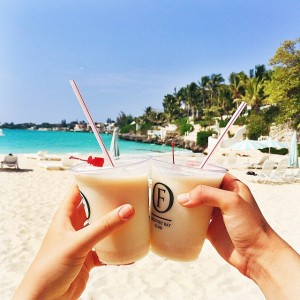 Piña Coladas on the beach with @fionazanetti