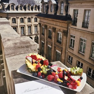 Bonjour from Paris! As always, the sweetest welcome back from our favourite team at the @parkhyattparis. So happy to be here
