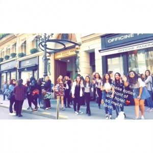 So many babes in front of the @parkhyattparis! We love you guys so much ❤️ #parkhyattparis #kaytureonthego