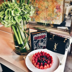 Peaceful sunday moments at the @parkhyattparis and the perfect berry plate
