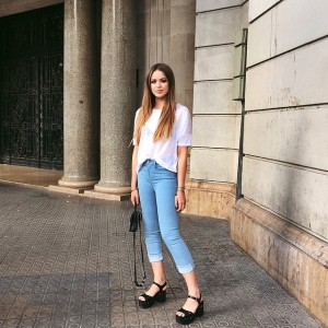 Hanging out in Barcelona! Today's outfit : high waist, light blue denim from the latest Giambattista Valli x @7fam_eu collection! #GiambattistaValliX7FAM #kaytureonthego