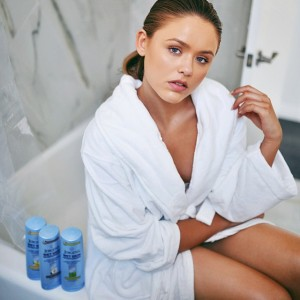 "NEW article on www.kayture.com, ""Bathroom Diaries"" with tons of tips on how to maintain a healthy, glowy skin complexion + tips on how to use the latest @JergensUS Wet Skin Moisturizer as you get right out the shower! My fav is the coconut one and I can say, it's the best pampering thing ever. See you on the blog for all the details #kayturebeauty #JergensUS #applybeforeyoudry #gamechanger"