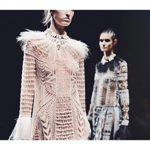 Undeniably one of the most emotional and magical shows of this fashion month, @maisonvalentino swept us all away with a tribal collection, true work of art and perfection of craftsmanship with meticulous details and luxurious embroideries #KayturePFW #PFW Shot by @cibellelevi